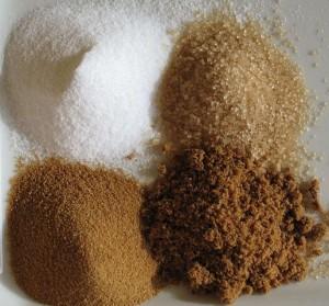 Verschiedene Zuckersorten (Foto: Romain Behar, eigenes Werk, gemeinfrei via Wikicommons veröffentlicht)