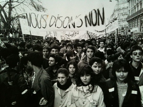 """""""Paris quartier latin novembre 1986 Extrait du documentaire """"Devaquet si tu savais"""" de Franck Schneider et Francis Kandel"""""""
