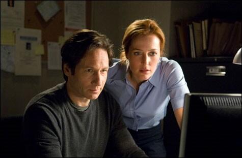 Mulder & Scully (Akte X) vor Computer