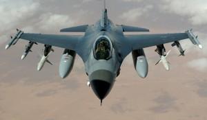 Kampfflugzeug (Bild: WikiImages, Pixabay)