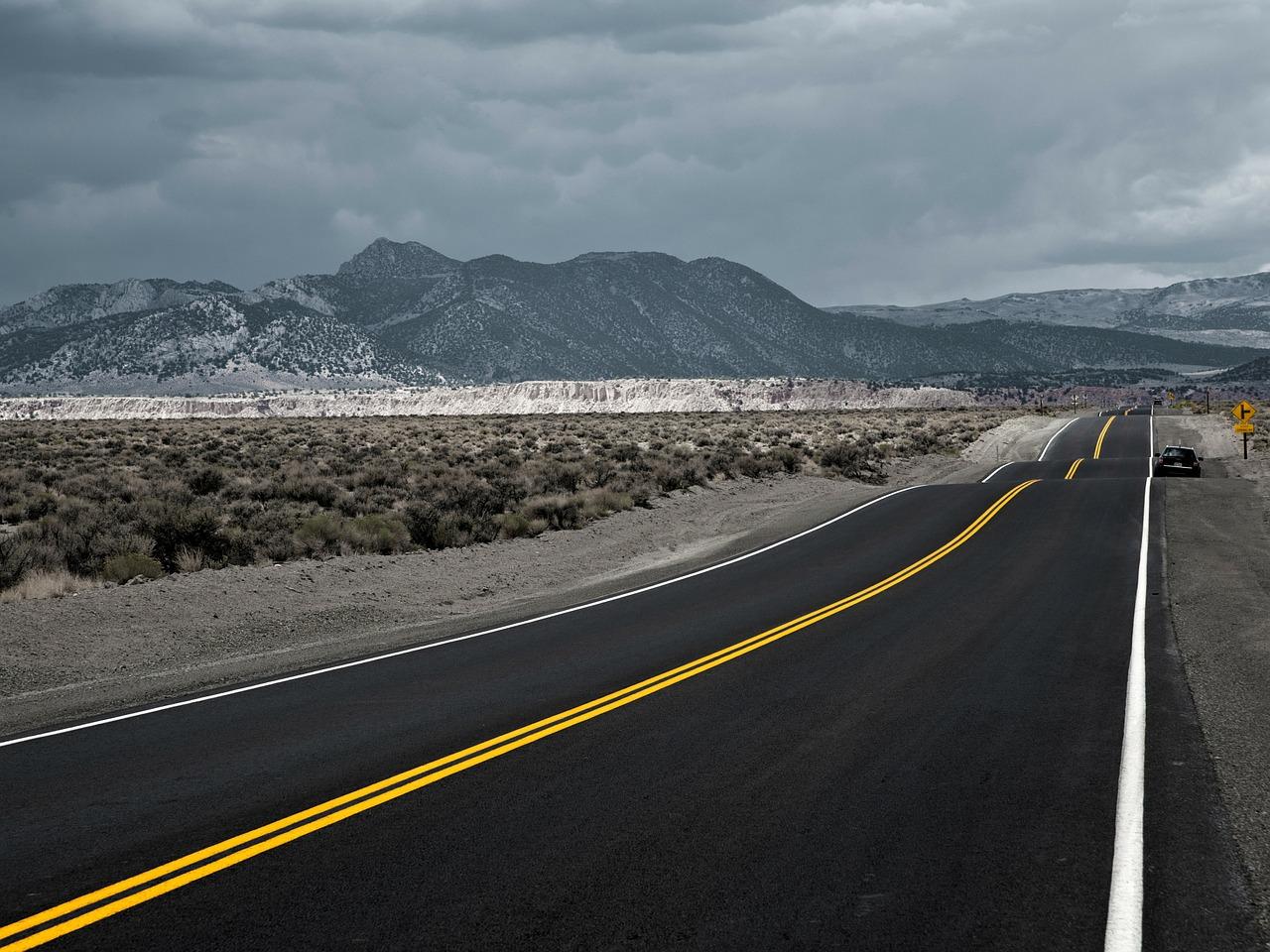 Highway (Bild: Knipsologe, Pixabay)