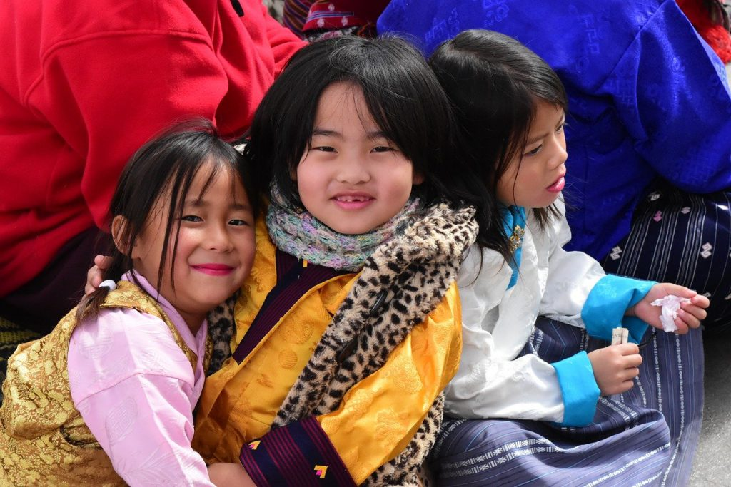 Bhutan, Kinder, Glück, Lachen (Bild: vasukibelavadi, Pixabay)