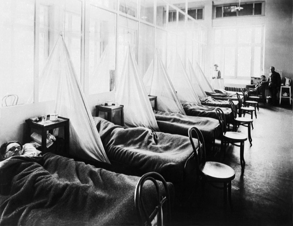 """U.S. Army Camp Hospital No. 45, Aix-Les-Bains, France, Influenza Ward No. 1. Influenza pandemic ward during World War I. Circa 1918."" (Bild: U.S. Army Medical Corps photo via National Museum of Health & Medicine website, Wikipedia)"