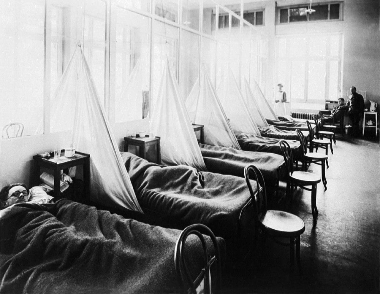 """U.S. Army Camp Hospital No. 45, Aix-Les-Bains, France, Influenza Ward No. 1. Influenza pandemic ward during World War I. Circa 1918."" (Bild: U.S. Army Medical Corps photo via National Museum of Health & Medicine website, Wikipedia)"
